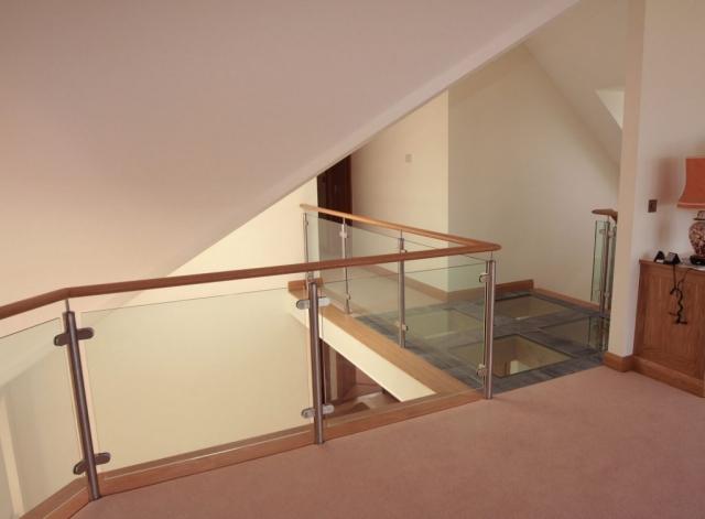 Post and rail glass balustrade