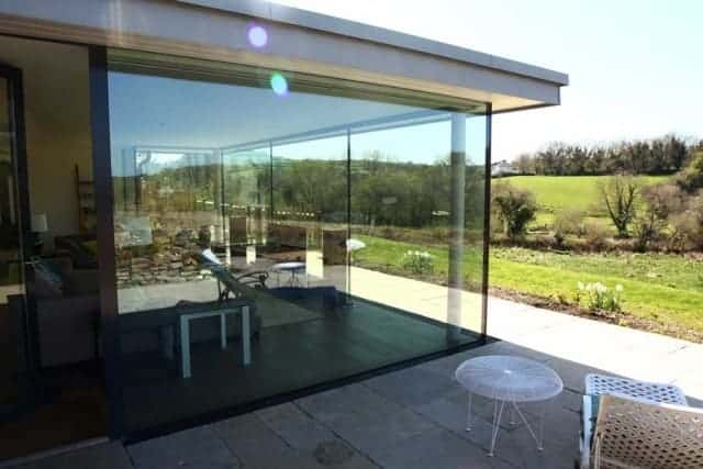 Frameless Glass Room