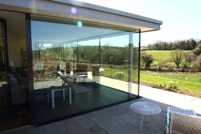 Frameless Glass Room