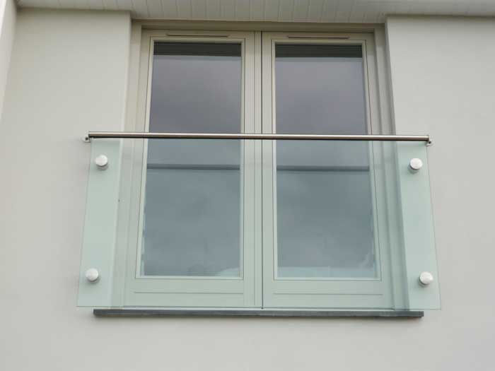 point fixed juliet balcony with Aluminium rail