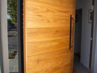 Timber Pivot Doorr
